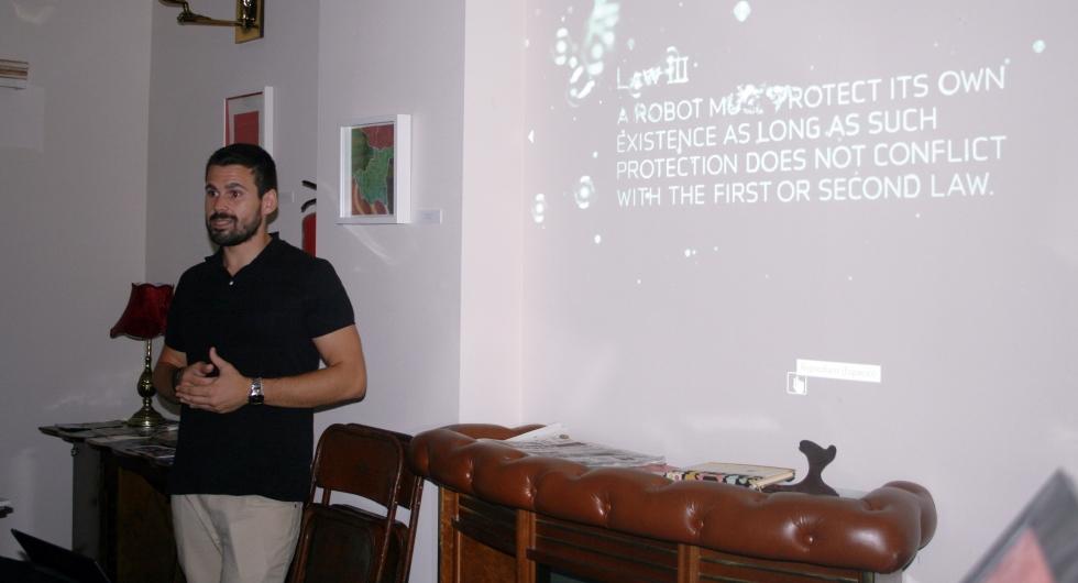 El profesor Luis Miguel Soria durante su exposición en CienciaMerçi